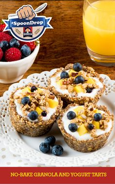 These tarts are a tasty way to enjoy granola and yogurt as part of a complete breakfast. Keep the tart shells ready to go in the freezer for quick and easy assembly. Tart Recipes, My Recipes, Baking Recipes, Dessert Recipes, Favorite Recipes, Bon Dessert, Good Food, Yummy Food, Reno