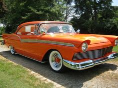 1957 Ford Fairlane 500 2-dr Hardtop