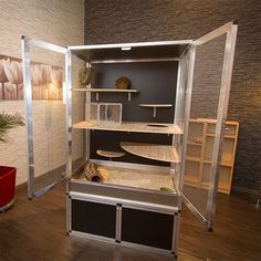 I could use this as a basic idea of how I want to set up the inside when I make my little furball a new cage... I definitely want to add a fleece hammock too...