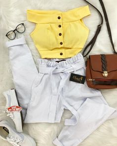 Embrace your style with women's cropped jeans in a variety of flattering fits. Cute Summer Outfits, Outfits For Teens, Stylish Outfits, Girl Outfits, Fashion Outfits, Look Fashion, Teen Fashion, Korean Fashion, Womens Fashion