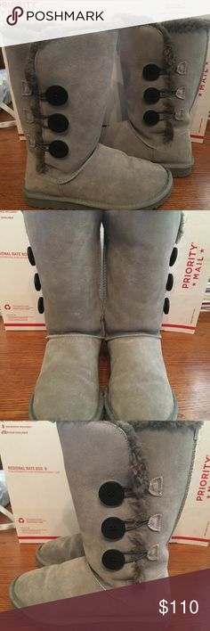 Women's UGG Triple Bailey Button Boots Size 9 Hardly Worn UGG Triple Bailey Button boots in wonderful condition! Very well taken care of hardly any signs of use or blemishes😊 UGG Shoes Winter & Rain Boots