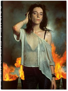 Annie Leibovitz http://www.vogue.fr/culture/a-lire/diaporama/10-beaux-livres-de-mode/18191/image/991009#!annie-leibovitz