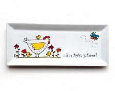 Beurrier porcelaine poule Mère poule peint à la main par lartiste peintre Isabelle Malo  Peut contenir une livre de beurre !  dimensions: 4 1/2 x 7 1/4 x 4 Le dessin et les couleurs peuvent un peu varier selon chaque pièce.  Il est recommandé de laver à la main. Ne pas mettre au lave-vaisselle. Peut aller au micro-ondes.  Si je nai pas en stock, ça peut prendre 1 à 2 semaine pour la livraison.  Pour livraison international, contactez-moi et je vous ferai une estimation des coûts
