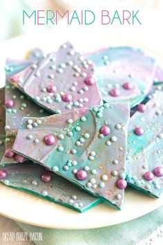 Mermaid chocolate bark. Who doesn't love mermaids?! This is genius! So perfect for kids birthday parties! Under the sea and the little mermaid as a party is awesome! So many DIY ideas that are easy and cheap. Which is even better since we done want to break our budgets throwing a mermaid party. I like the food, dessert, decorating, activity ideas! Love it saving it for later!