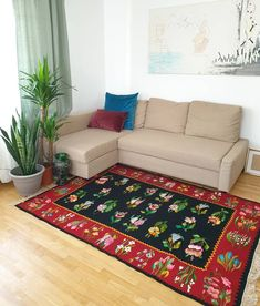Amazing vintage floral rug, medium size for a livingroom, handwoven, Romania. Vintage Cushions, Beige Background, Floral Rug, Large Rugs, Rugs On Carpet, Carpets, Decorative Pillow Covers, Handmade Decorations, Contemporary Decor