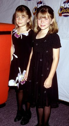 Mary-Kate and Ashley attend the 9th Annual Kids Choice Awards in all black and their favorite: floral.