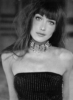 Carla Bruni (chanteuse/mannequin, première dame de France mariée au précédent Président de la République française Nicolas Sarkosy)
