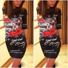 Стильное платье с принтом для современной и модной девушки. Изделие приталенного кроя, с рукавами 3/4. Идеальный вариант для уличной моды. Материал: полиэстер+спандекс. Длина: 91 см.