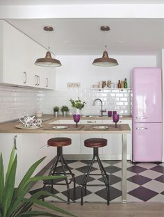 candy pink fridge (my ideal home. Kitchen Tiles, Kitchen Flooring, New Kitchen, Kitchen Dining, Kitchen Decor, Kitchen Layout, Dining Table, Kitchen Small, Kitchen Paint
