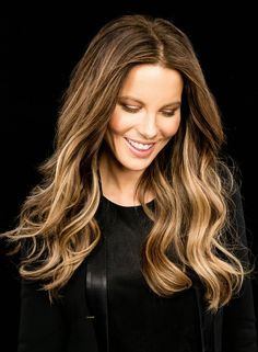 ❤️ Pinterest: DEBORAHPRAHA ❤️ Kate beckinsale beautiful hair color. Ombré blonde hair with curls