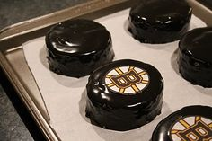 mini hockey puck-cakes: (sorry.hate the bruins) but luv the idea to make custom logo mini pucks cakes for upscale hockey themed party. serve individually on beautifully plated dish for dessert. Hockey Birthday Parties, Hockey Party, Hockey Puck, Birthday Treats, Party Treats, 10th Birthday, Birthday Cakes, Golden Birthday, Baby Birthday