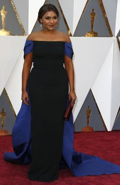 Mindy Kaling in Elizabeth Kennedy and a Prada clutch bag on the Oscars red carpet (Photo: Noel West for The New York Times)