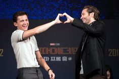 Jake Gyllenhaal and Tom Holland Friendship Pictures Tom Holland Peter Parker, Friendship Pictures, Tom Holand, Avengers Cast, Best Duos, Tommy Boy, Hollywood, Marvel Actors, Canada