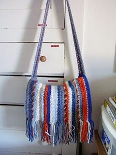 Crotchet artist bag. Make it with a color-changing yarn instead of changing yarns every row?
