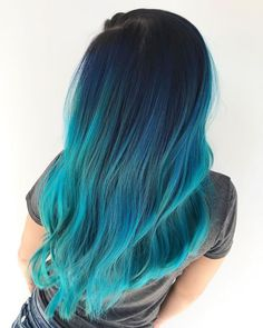 Beautiful dark blue to teal color melt. You ve heard of ombr and balayage, but what about color melting Learn everything you need to know about the trendy new color melt hair color technique. Cute Hair Colors, Pretty Hair Color, Beautiful Hair Color, Hair Color Blue, Hair Color Tips, Teal Ombre Hair, Cabelo Ombre Hair, Neon Hair, Blue Hair Balayage