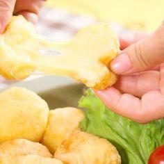 """[何個でもいけちゃう♡]やみつきもちトロ!チーズ玉😊 ポテトのモチモチとチーズのトロ~リの""""やみつき""""コンビ!何個でもパクパクいけちゃいます♡ 材料も少なく、手順も簡単!すぐに作れますよ✨揚げたてのアツアツを召し上がれ🎵 . ■材料 ・じゃがいも…2個分 ・溶けるチーズ…60g ・片栗粉…大さじ3+まぶす用に適量 ・マヨネーズ…大さじ2 ・塩コショウ…少々 ■手順 1. 茹でたじゃがいも2個をマッシュする 2. 片栗粉、マヨネーズ、塩コショウを入れて小判状に丸め、中にチーズを入れる 3. 片栗粉をまぶし170℃の油できつね色になるまで揚げれば、完成です♪ . ■Ingredients ・Potato…2 pieces ・The cheese which melts…60 g ・Dogtooth violet starch…It is an appropriate amount in business to cover it with tablespoon 3 ・Mayonnaise…Tablespoon 2 ・Salt and pepper…A little…"""