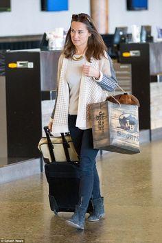 #Pippa #Middleton makes her way through Wyoming airport: http://dailym.ai/1qttLUN