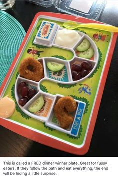 how amazing is this game/plate for picky toddlers! Or for your picky adult! You know how fun it would - putting the 'prize' at the end hahaha Happy Saturday lovelies! Parenting Done Right, Kids And Parenting, Parenting Hacks, Parenting Quotes, Fussy Eaters, Picky Eaters, Toddler Meals, Kids Meals, Toddler Food