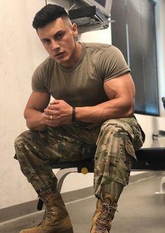 Hot Army Men, Sexy Military Men, Military Outfits, Hot Cops, Hunks Men, Beefy Men, Muscle Hunks, Men In Uniform, Raining Men