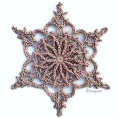 Ravelry: Wispvale Snowflake pattern by Julia Hart Crochet Snowflake Pattern, Crochet Stars, Crochet Snowflakes, Doily Patterns, Thread Crochet, Crochet Motif, Crochet Doilies, Free Crochet, Crochet Christmas Ornaments