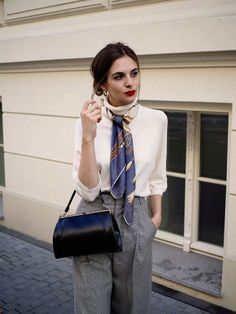 Want to know how to look expensive on a budget? This post has super easy outfit tips for you to copy. Now you can look expensive without going broke trying to do so! Start with a silk scarf outfit. Source by mychicobsession Fashion outfits Simple Outfits, Classy Outfits, Fall Outfits, Cute Outfits, Casual Outfits, How To Look Expensive, Expensive Clothes, Look Fashion, Fashion Outfits