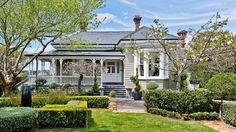 Closed steps to verandah, beautiful bay window, roof line. 1885 Villa, Auckland New Zealand Exterior Color Schemes, Exterior Paint Colors, Exterior Design, Grey Exterior, Exterior Cladding, Paint Colours, Roof Colors, House Colors, Weatherboard House