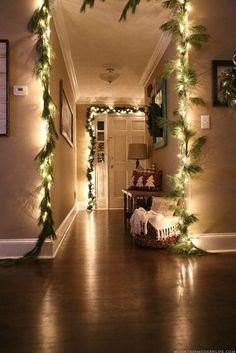 Weihnachtsdeko Ideen mit Lichterketten-Girlande mit Tannenzweigen