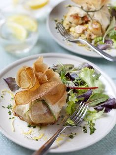 : Aumonières with scallops: Recipe of Aumonières with walnuts . - - - : Aumonières with scallops: Recipe of Aumonières with walnuts . New Recipes, Sweet Recipes, Snack Recipes, Cooking Recipes, Crepes, Scallop Recipes, Xmas Food, Seafood Dishes, Scallops