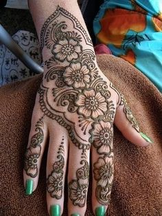 Henna designs I really like this pattern. It's so delicate.