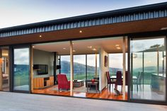 View the stunning Hau Nui House by Tennent Brown Architects and Master Builder Scotty's Construction, Wellington. Contact Scotty's today. New Zealand Architecture, Architecture Awards, Residential Architecture, Architecture Details, House Architecture, Modern Tiny House, Modern House Plans, Painted Brick Ranch, Casas Containers