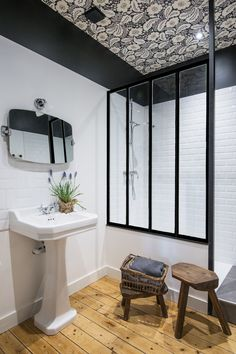 HOME TOUR: una casa vintage con estilo actual - Boho Deco Chic White Bathroom, Small Bathroom, Eclectic Bathroom, Eclectic Decor, Vintage Industrial Decor, Industrial Farmhouse, Industrial Loft, Vintage Diy, Farmhouse Decor