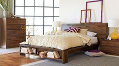 storage in the bed head.love the display areas at foot of bed. Pallet Beds, Pallet Sofa, Pallet Furniture, Furniture Decor, Pallet Seating, Bedroom Bed, Bedroom Ideas, Bedroom Suites, Bedrooms