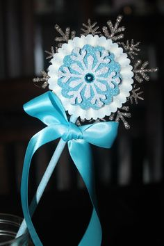These custom Frozen wands make a great addition to your Frozen party. Add them to a vase ,to a centerpiece or to the table setting. This listing