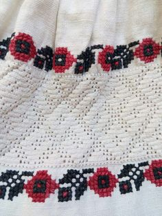 Palestinian Embroidery, Folk Embroidery, Costumes, Blanket, Crochet, Seed Stitch, Dress Up Clothes, Fancy Dress, Ganchillo