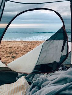 RV And Camping. Great Ideas To Think About Before Your Camping Trip. For many, camping provides a relaxing way to reconnect with the natural world. If camping is something that you want to do, then you need to have some idea Camping Aesthetic, Beach Aesthetic, Summer Aesthetic, Travel Aesthetic, Camping Desserts, Camping Snacks, Beach Camping, Tent Camping, Backyard Camping