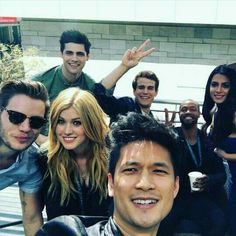Shadowhunters cast at Wondercon Katherine Mcnamara, Kat Mcnamara, Shadowhunters Series, Shadowhunters The Mortal Instruments, Isabelle Lightwood, Alec Lightwood, Cassandra Clare, Blusas Best Friends, Clary Et Jace