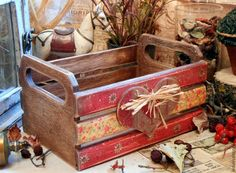 Cajón. .. Decoupage Wood, Decoupage Vintage, Wood Crates, Wood Boxes, Fall Crafts, Diy And Crafts, Wood Projects, Craft Projects, Old Tool Boxes