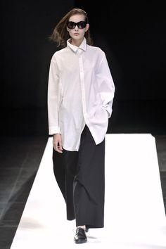 A casual look maintaining the line with Yohji Yamamoto :: Yohji Yamamoto 2009
