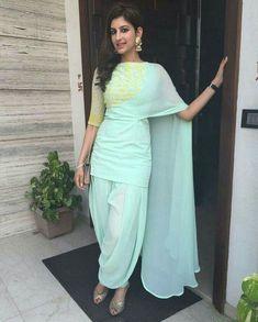 Ideas dress hijab chiffon blue for 2019 Pakistani Dresses, Indian Dresses, Indian Outfits, Kurti Designs Party Wear, Kurta Designs, Indian Attire, Indian Ethnic Wear, India Fashion, Ethnic Fashion