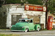 1950 Chevy 3100 Pick Up for sale at abandoned gas station in Georgia.  I know a place like this in rural Kentucky that opened as a restaurant with real country food.  People drive for miles and miles to eat there.