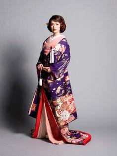 irouchikake_033_01_l.jpg (900×1200) uchikake-style kimono