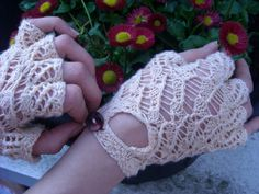 fFree Pattern: Bo Peep fingerless gloves, by loutheperson and erqsome knits