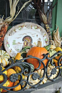 Dress a window box with a transferware turkey platter for a seasonal touch along with a harvest of pumpkins, gourds and Indian corn Turkey Platter, Flowering Vines, Fall Table, Hanging Baskets, Autumn Home, Autumn Inspiration, Fall Halloween, Seasonal Decor, Table Decorations