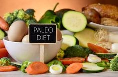 The Paleo diet or the caveman diet is your best bet to lose all the extra pounds and stay healthy. Eat like our ancestors and stay lean forever. Also, check out the 3 best paleo diet recipes to shed that extra weight. What Is Paleo Diet, Paleo Diet Plan, Diet Meal Plans, Meal Prep, Menu Dieta Paleo, Manger Healthy, Paleo Diet Breakfast, Breakfast Hash, Clean Eating