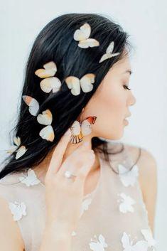 Pretty Butterfly Inspired Wedding Ideas – Anja Schneemann Photography 52 Bohemian Wedding Hair, Hairdo Wedding, Simple Wedding Hairstyles, Bridal Hairstyles, Bridesmaid Hairstyles, Eclectic Wedding, Whimsical Wedding, Elegant Wedding, Wedding Colors