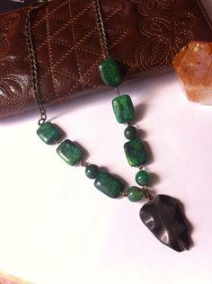Collar corto verde con gris de mineral by SagataJoyería Necklace green joyería personalizada