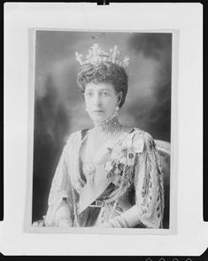 And the partner piece to the last pin. Queen Alexandra, full face, wearing the diamond bandeau and maltese crosses in October 1913.