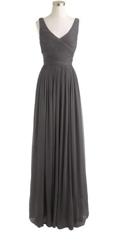 Simple, grey gown - looks like it would be very slimming! Pretty Outfits, Pretty Dresses, Beautiful Outfits, Grey Gown, Chiffon Gown, Dream Dress, Dress Me Up, Look Fashion, Dress To Impress