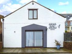 North West Sea View No. 3 is a cottage on the water's edge in Yarmouth on the Isle of Wight. The accommodation includes a family bedroom with double bed and two singles, a shower wet room, a kitchen and a sitting area with patio doors to a shared patio. Outside is off road parking. Perfect …