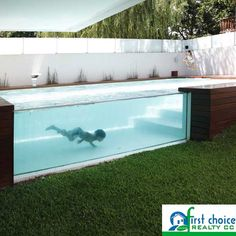A see-through above ground pool, what do you think about this pool. Would you want one in your backyard or don't you like this idea. #pool #Idea #Different